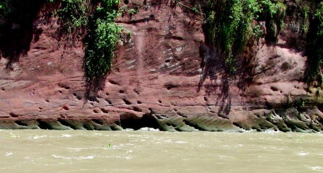 『 【楽山大仏】ツアーと路線バス利用は現地決定が得策かも…? 』 ..そこで治水を願って僧侶が90年もの歳月をかけ、岩壁に大仏を造りました。完成した1年後に『空海』がこの地を訪れました。当時は仏教が最盛期だったのですね。..