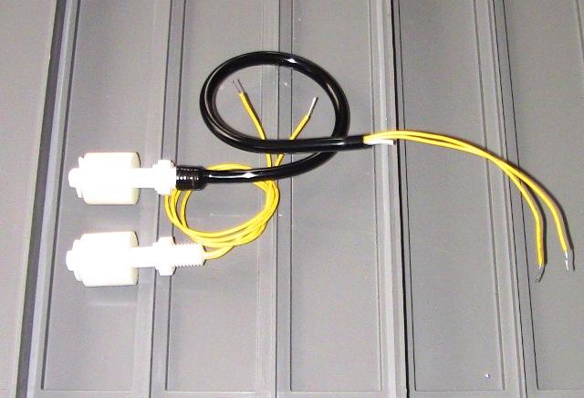『 arduinoで自動水やり機(タンク式)を自作してみた 』 ..PVCホースをライターで暖めフロースイッチをねじ込みます。PVCホースにははリード線と100均で購入したアルミ線を通しています。アルミ線を入れているので、柔軟性とちょうど良い硬さがあります。ぐるっと巻いてもOKです。..