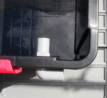 『 噴霧式(エアロポニック)水耕栽培 装置を自作してみた 』 について詳しく記しています。**太郎よりずっと大きく相当リーズナブルです。..養液タンクも水耕栽培容器や自動霧吹き水やり機でも使用したコンテナBOXで,養液 循環 パイプは側面に取り付けしました。穴をあけ内側からバルブソケットを入れ給水栓エルボを固定します。..