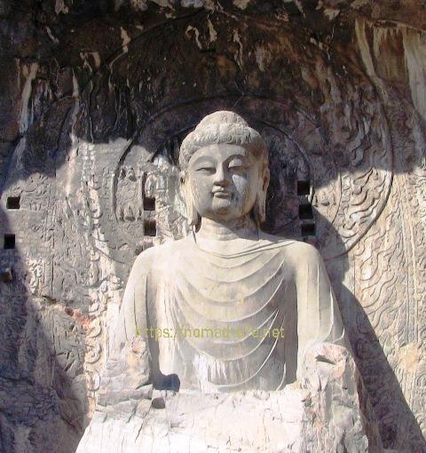 『 【龍門石窟】地図と行き方-ツアーのガイドと間違えられる(^^; 』 ..この奉先寺大仏は高宗の時に造られたそうです。また、本尊の容姿は、則天武后を写したという説があり、造営責任者は、中国浄土教祖の善導です。..
