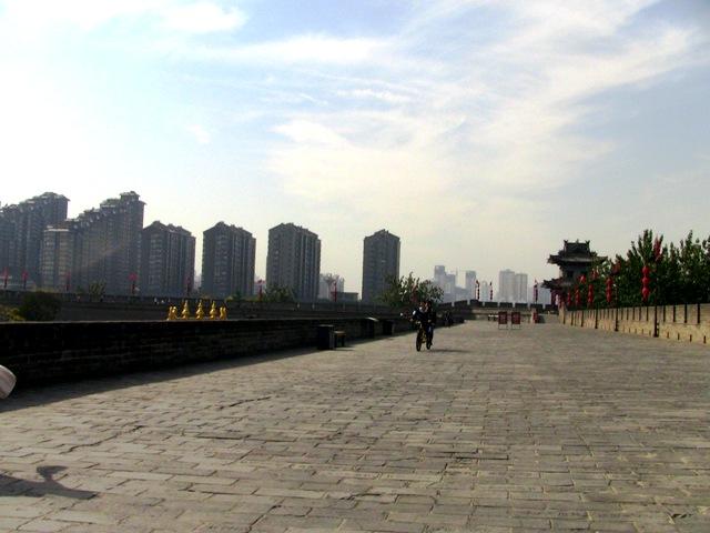 『 【西安.城壁】南門は美人モデルさんでいっぱい!入場料と登り方 』 ..北門通りも終わりが見えてきました。..