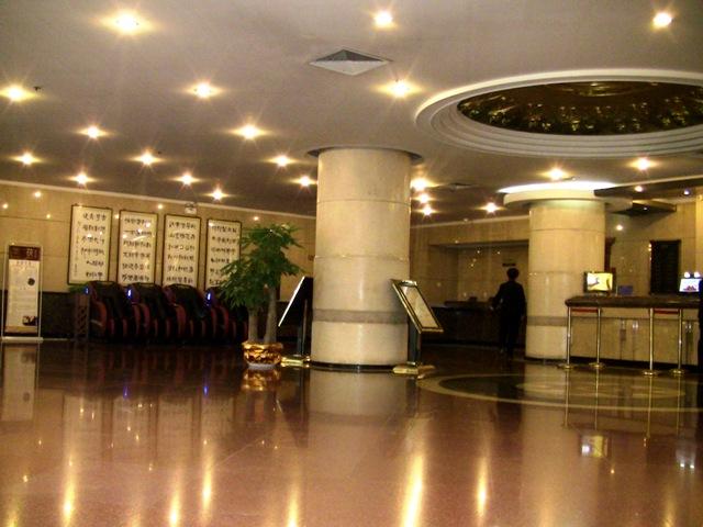 『 【陝西歴史博物館】入場料と待たずにサクサク入場する方法とは 』 ..館内エントランスはまるでホテルのような感じです。..