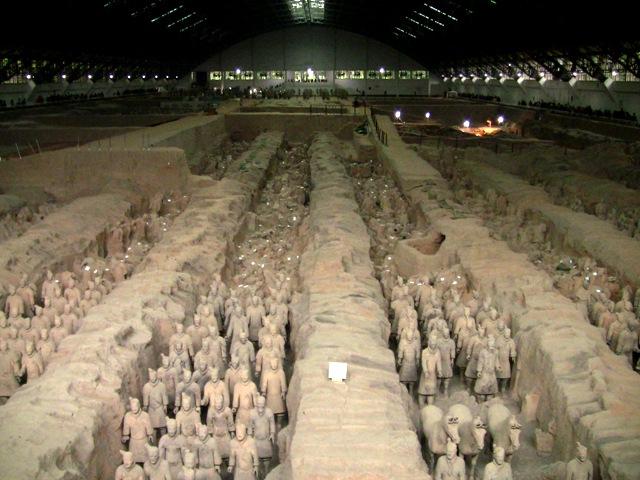 『 北京空港で乗り継ぎ(トランジット)して西安の兵馬俑に行ってみた 』 ..不思議なタイムスリップしたような感覚に包まれます。..