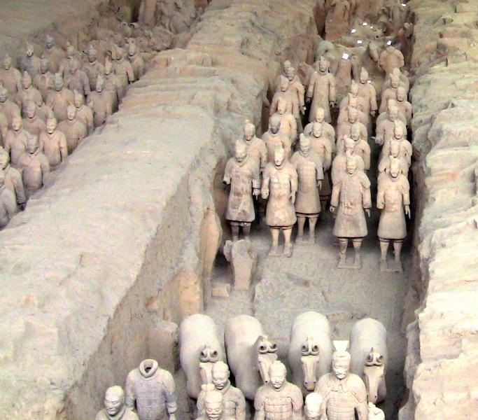 『 北京首都国際空港から西安の兵馬俑に行ってみる 』 ..陶俑と呼ばれる兵士や馬は一つとして同じものはないそうです。..