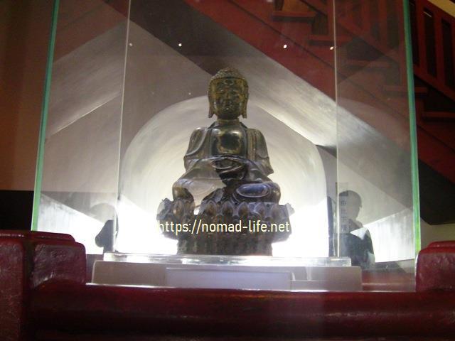 『 大雁塔広場の音と光と水の競演-噴水ショーが凄い! 』 ..階では1人が通れる幅になります。明時代の仏像が安置されています。..
