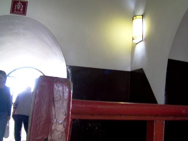 『 大雁塔広場の音と光と水の競演-噴水ショーが凄い! 』 ..大雁塔の最上階です。..