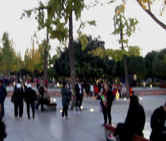 『 大雁塔広場の音と光と水の競演-噴水ショーが凄い! 』 ..こちらにも..