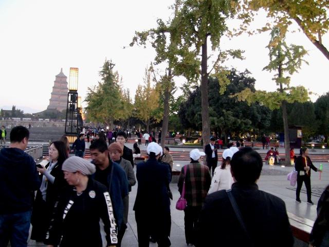 『 大雁塔広場の音と光と水の競演-噴水ショーが凄い! 』 ..そして、こちらにも……..