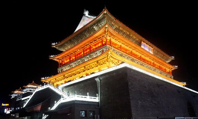 『 【地下鉄利用】西安で外せない観光スポットBest10まとめ 』 ..夜はライトアップされこちらの方が美しいですね。..