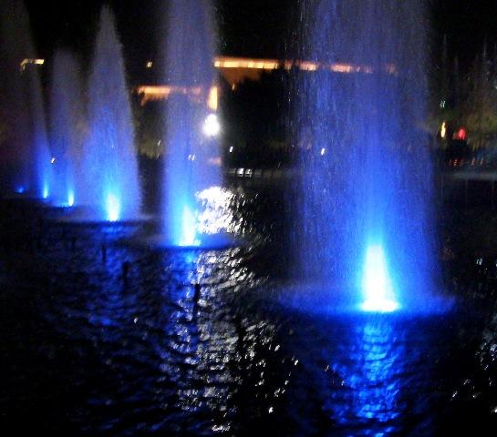 『 大雁塔広場の音と光と水の競演-噴水ショーが凄い! 』 ....