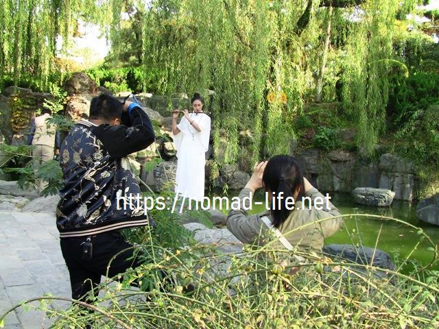 『 空海が学んだ西安青龍寺で四国八十八ヶ所0番札所の朱印を戴く 』 ..ようやくポーズが決まり、撮影です。..