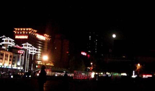 『 大雁塔広場の音と光と水の競演-噴水ショーが凄い! 』 ..今日は満月です。..