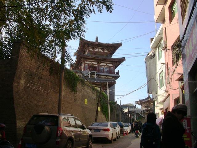 『 空海が学んだ西安青龍寺で四国八十八ヶ所0番札所の朱印を戴く 』 ..昔の中国の街並みは青龍寺まで続きます。..
