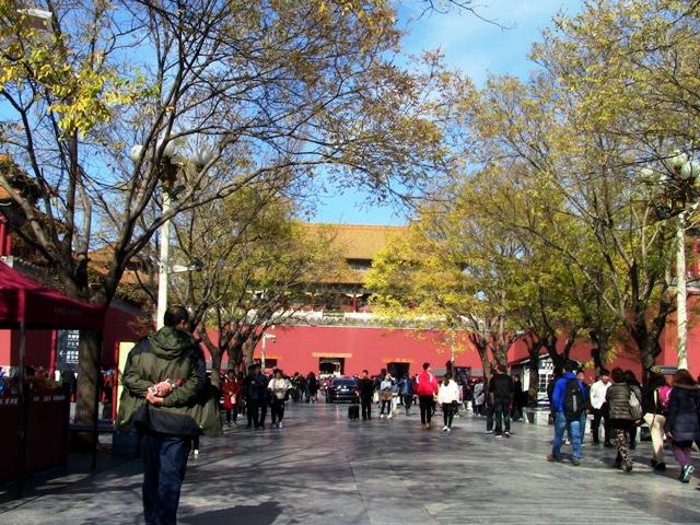 『 【北京紫禁城】歴代皇帝お気に入り景山公園の入場料と行き方 』 ..では出口はどこですか?と尋ねたら『中山公園を通って外に出る』とのこと。仕方なく引き返します。..