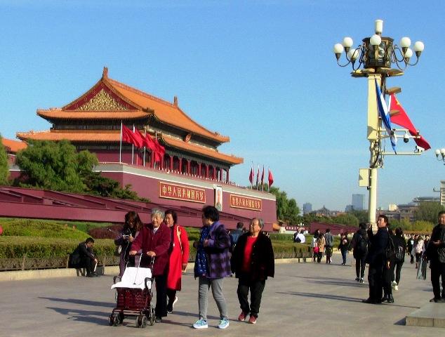 『 【北京紫禁城】歴代皇帝お気に入り景山公園の入場料と行き方 』 ..天安門が見えてきました。..