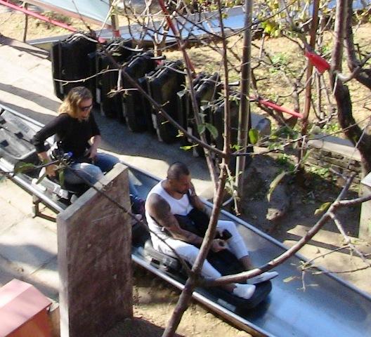 『 【慕田峪長城】スライダーが最高!バスと行き方のまとめ 』 ..ボードに小さな車輪がついていてレバーを引っ張るとブレーキがかかるようになっています。..