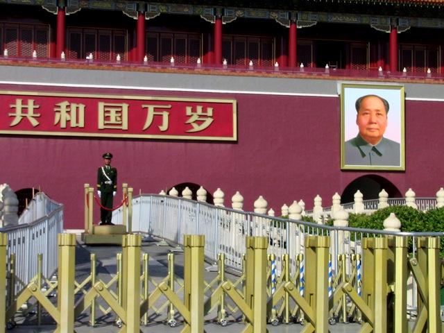 『 【北京紫禁城】歴代皇帝お気に入り景山公園の入場料と行き方 』 ..いつも映像でみる天安門です。..