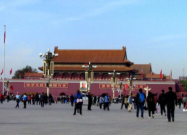 『 【北京紫禁城】歴代皇帝お気に入り景山公園の入場料と行き方 』 ..カズはこの後、地下通路を通って天安門広場へ向かい、前門から重点管理区域を出ました。..
