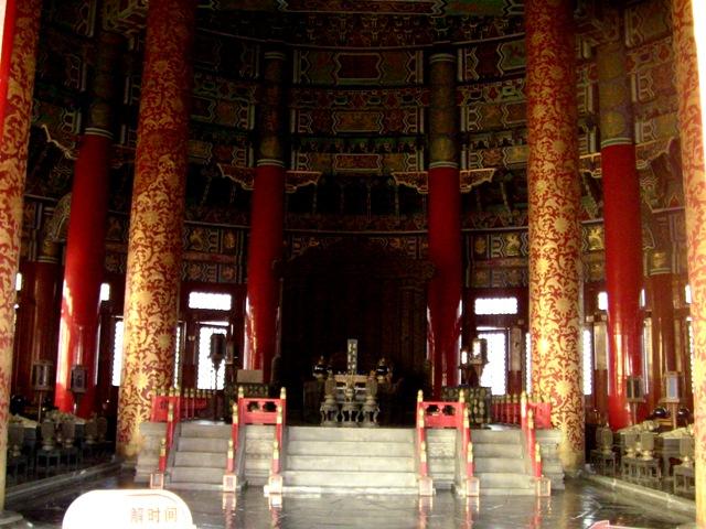 『 北京のパワースポット皇帝が天に祈りを奉げた天壇・入場料と行き方 』 ..中央で天の皇帝へ貢ぎ物を奉納し、降臨した天の皇帝が鎮座します。..