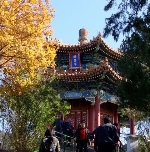 『 【北京紫禁城】歴代皇帝お気に入り景山公園の入場料と行き方 』 ..目指すのは景山公園の頂上です。..