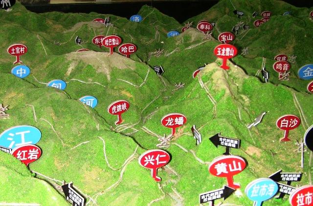 『 【麗江】黒龍澤公園(玉泉公園)で太極拳をマネてみた(^^; 』 ..これは地形図です。立体的で分かりやすいですね。言葉より、視覚、百聞は一見ですよね。..
