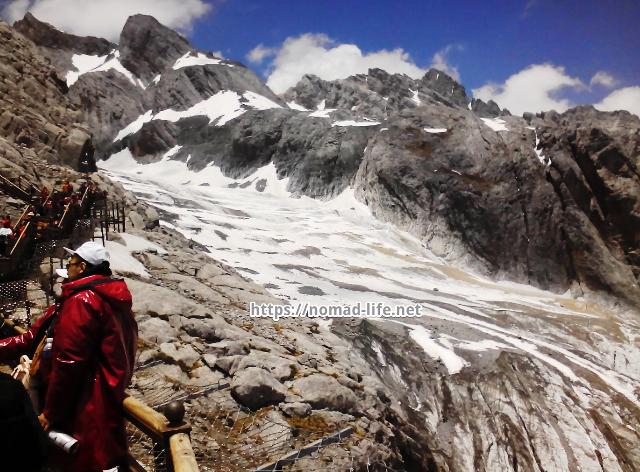 『 【玉龍雪山現地ツアー】富士山越えの絶景!高山病対策と行き方 』 ..マラソンランナーが採用する2度吸って2度吐く呼吸法です。肺機能のフル活用です。イチ二で吸って吸って、サンシで吐いて吐いて、呼吸でリズムを取りながらゆっくり階段を登って行きます。..