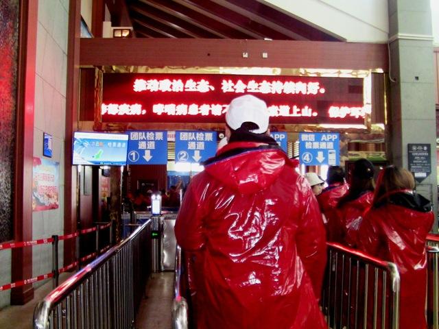 『 【玉龍雪山現地ツアー】富士山越えの絶景!高山病対策と行き方 』 ..ここでも顔認証-顔パスです。..