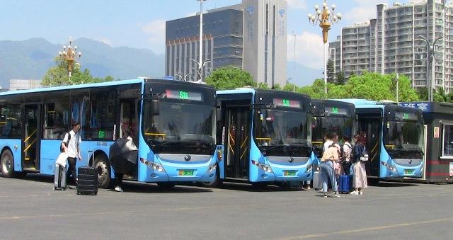 『 もう迷わない!大理駅から大理古城へ8路バスで移動する 』 ..8路バスです。直接乗り込み発車を待ちます。..