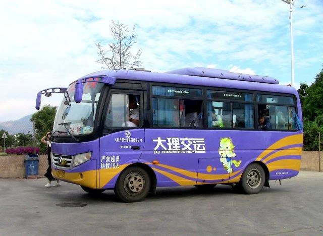 『 大理⇒麗江の移動はバスと鉄道どちらが便利か調べてみました 』 ..大理 ⇒ 麗江へバスで移動大理交通の 大理 麗江路線バスです。..