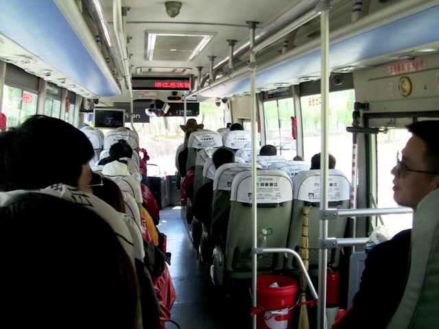 『 【玉龍雪山現地ツアー】富士山越えの絶景!高山病対策と行き方 』 ..通行は出来ません。専用バス料金は20元です。..