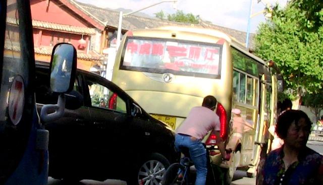『 麗江⇒香格里拉(シャングリラ)をバスで移動☆たけのこの里は? 』 シャングリラ,麗江,香格里拉バス,移動,時刻表,..戻りは17:30分頃忠義市場に着きます。運賃は24元です。..