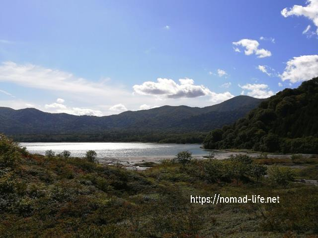 『 【恐山イタコと温泉】世にも奇妙なパワースポット 』 ..遠くを眺めれば恐山 宇曽利湖が輝いて見えます。..