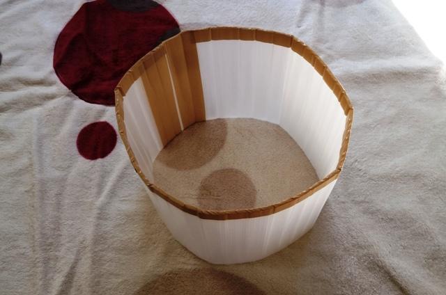 『 植木鉢(プランター)の保温カバーを作ってみた 』 ..継ぎ足しの部分もガムテープで張り、保温カバー両端もガムテープで固定します。外面だけではなく内面も固定するとより強度が増すようです。..