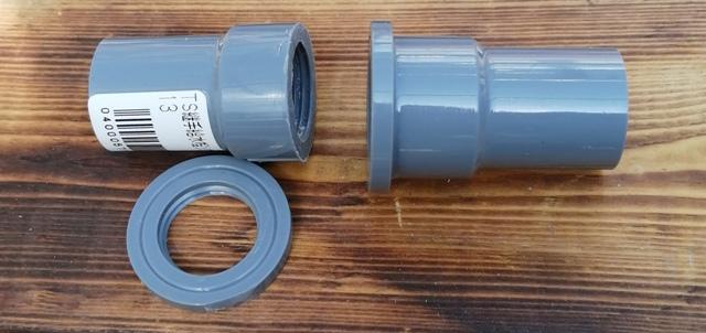 『 水耕栽培装置(噴霧式循環)の作り方 』 ..水耕栽培容器と溶液排出パイプを固定し、溶液が漏れないようにします。いろいろ試して、うまくいった方法がコレ、メスTSソケットのツバ部分をカットします。..