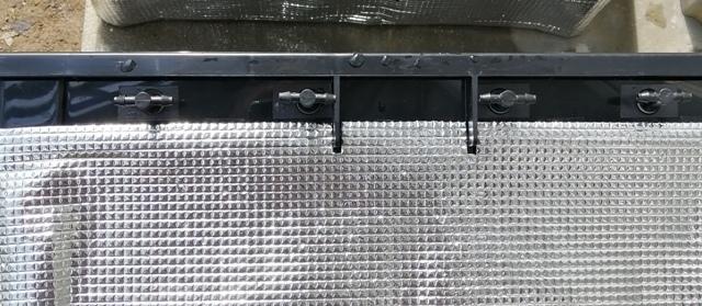 『 水耕栽培装置(噴霧式循環)の作り方 』 ..ちゃんとノズル間の長さを測るのが良いと思いますが、カズはノズルを挿しこんでその長さに合うようにPVCホースを切断するという原始的?方法を採用しました。..