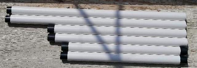 title :『 水耕栽培キットの加工 』画像説明文 :上段中央支柱には 500mmのパイプ 2本をカットせずに使います。継ぎ手の部分は15mm出るように調整します。(やや短めになります)下段中央支柱には400mmのパイプを20mmカットし、380mmの長さに調整します。これも片方の内面をステップドリルでくり抜き、塩ビ接着剤を内面に塗布して35mmコネクタを差し込み、20mm出るように調整します。